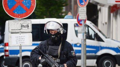 Милиция Гамбурга применила водометы для разгона противников проведения саммита G20