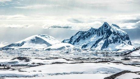 NASA показало процесс образования суперайсберга вАнтарктиде