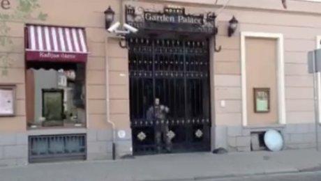 Отель вцентре Риги атаковали вооруженные люди