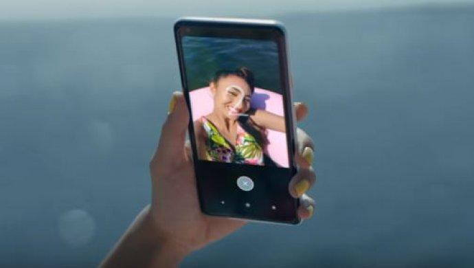 Google сравнила свои мобильные телефоны Pixel 2 сiPhone врекламном ролике