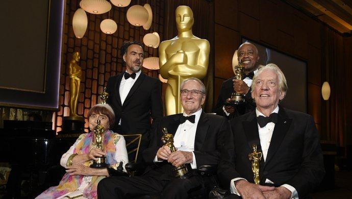 Именитая 89-летняя французская кинорежиссер  получила «Оскар» истанцевала сДжоли