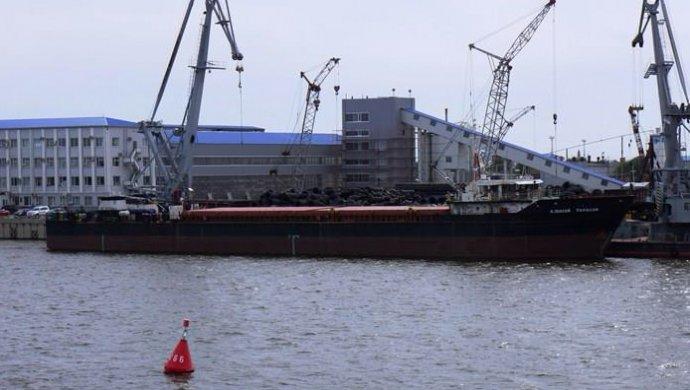 Судно сголодающими моряками терпит бедствие уберегов Крыма