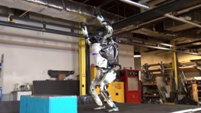 Boston Dynamics научила робота делать сальто