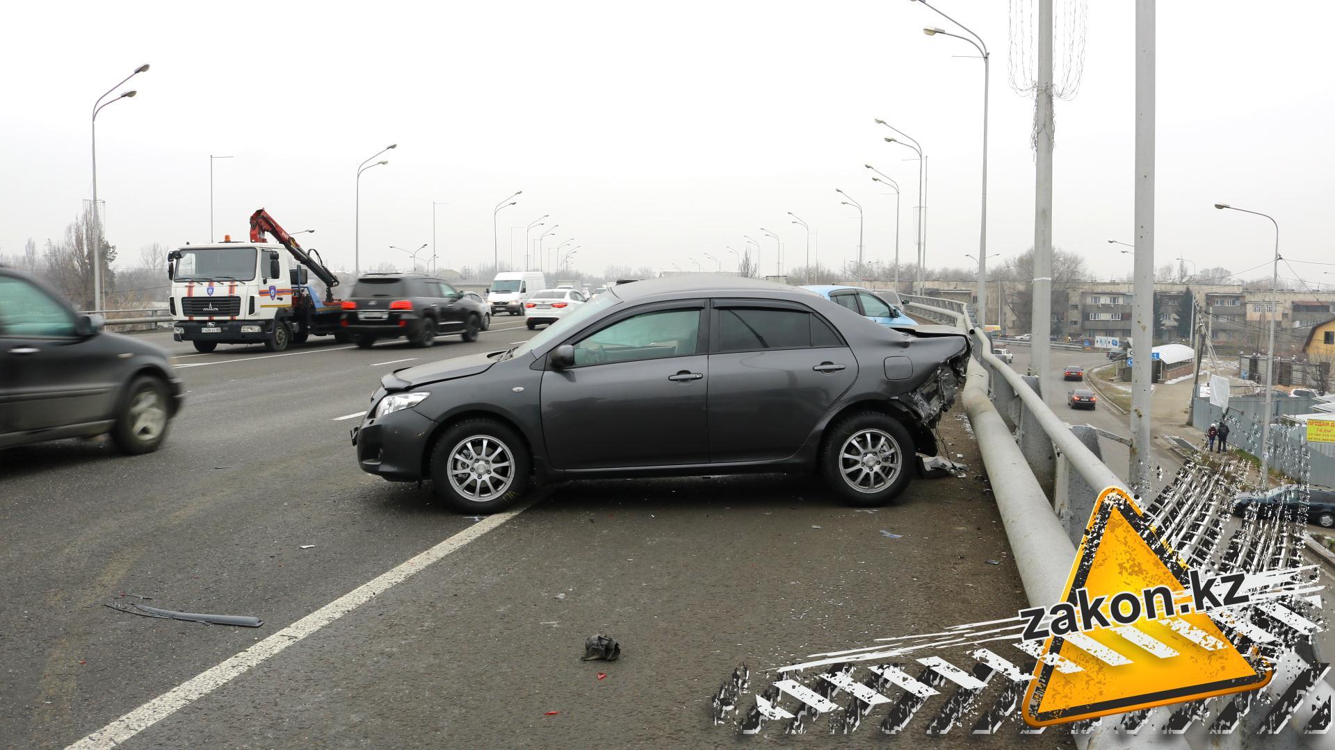 ВАлматы автомобиль насмерть сбил пешехода