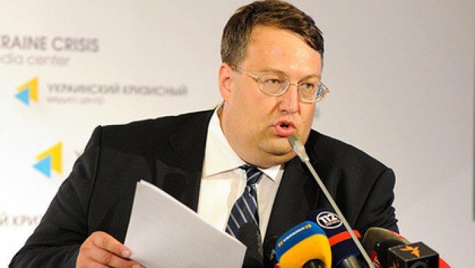 Геращенко обвинил В. Путина: придумал для Европы миграционный кризис