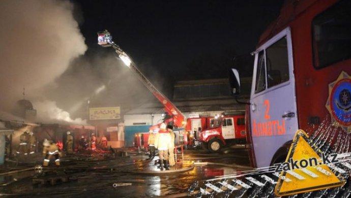 Сто пожарных тушили контейнеры спродуктами нарынке «Барыс 4» вАлматы
