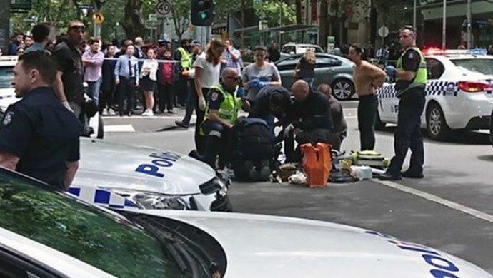Задержание подозреваемого внаезде напешеходов вМельбурне попало навидео