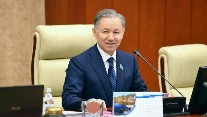 Народные избранники парламента Казахстана начнут новый год сразъездов