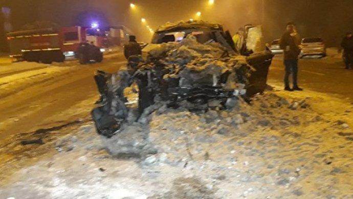 Вседорожный автомобиль врезался вКамАЗ вАлматы: один человек умер