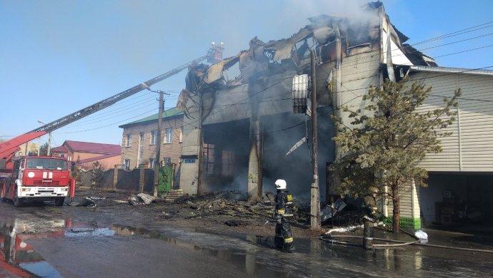 30 человек гасят пожар вАстане— Дым над столицей