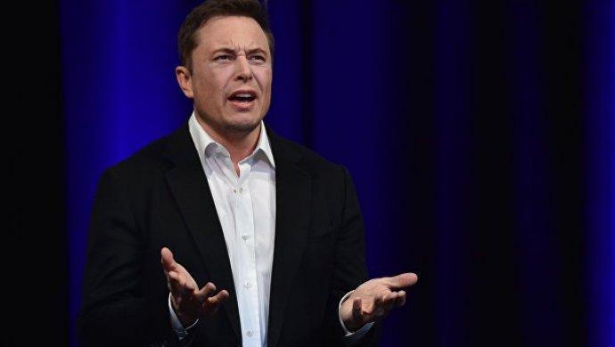 Кроссовер Tesla Model Xотбуксировал вагонетки массой неменее 113 тонн