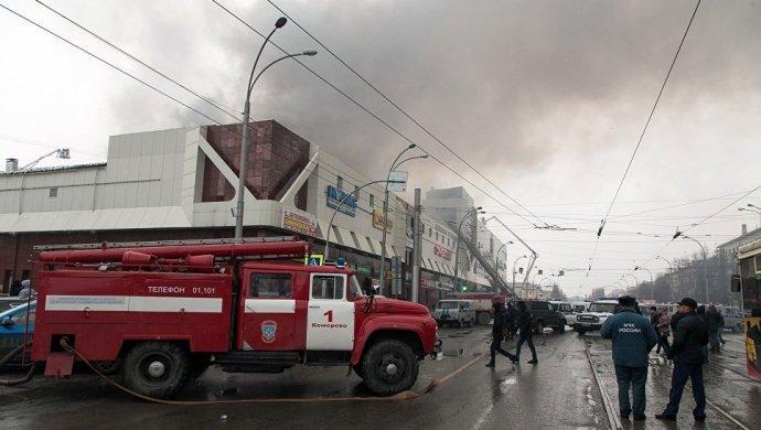 Появилось жуткое видео изКемерова, где зажегся ТЦ «Зимняя вишня»