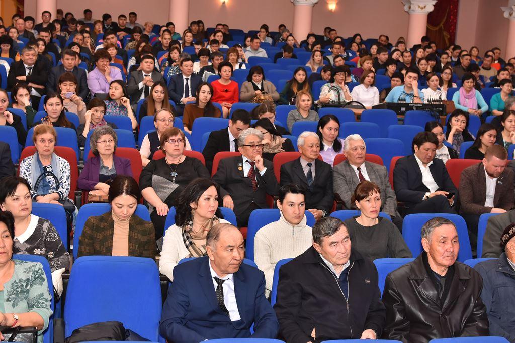 Назарбаев поведал обудущем Алматы, Астаны иШымкента