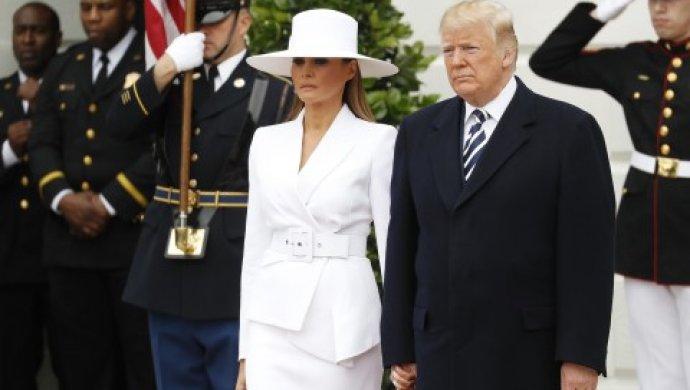 Дональд Трамп пытался взять Меланию заруку, однако тасопротивлялась— Укрощение строптивой