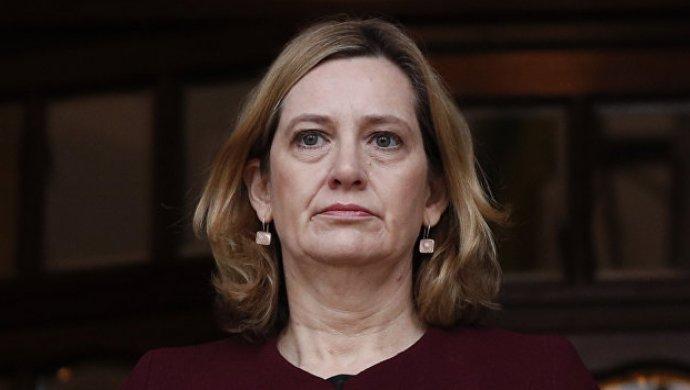 Руководитель МВД Великобритании признала, что ввела взаблуждение парламент повопросу иммигрантов