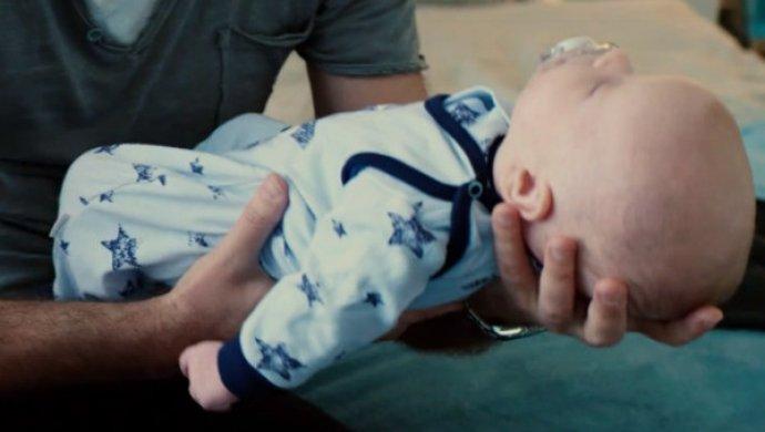 Дмитрий Маликов впервый раз продемонстрировал лицо пятимесячного сына