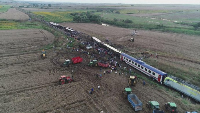 Железнодорожная трагедия вТурции— десятки погибших ираненых (фото, обновлено)