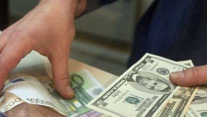 Доллар в казахстанских обменниках поднялся до 355 тенге