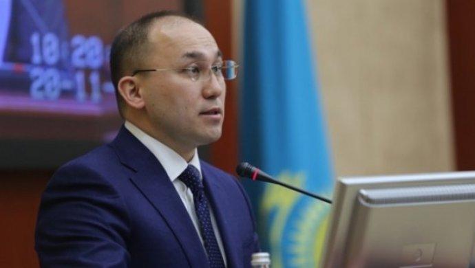 Министр Абаев - журналистам: Если будете задавать правильные и умные вопросы, получите правильные и умные ответы