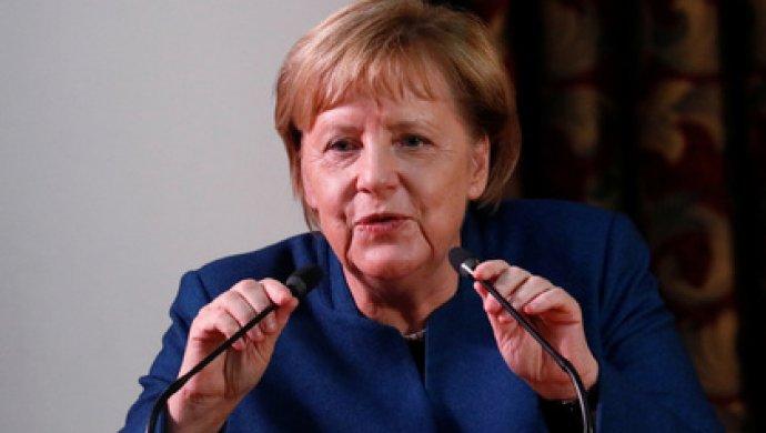 Меркель приехала в Киев «ломать через колено, нагибать, унижать»