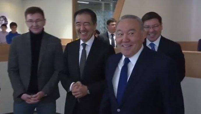 """""""Помогите Сагинтаеву"""": президент побеседовал с молодыми предпринимателями"""
