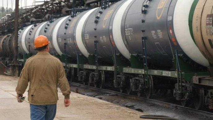 Казахстан откладывает возобновление экспорта бензина