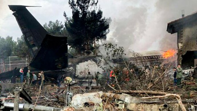 «Life.ru»: Boeing 707 разбился вокрестностях Тегерана