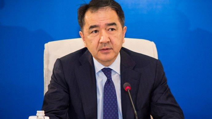 Назарбаев поручил поднять  заработной платы  бюджетникам на30%