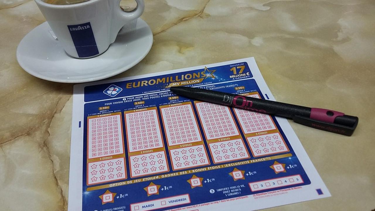 Британец выиграл в лотерею сотню миллионов фунтов