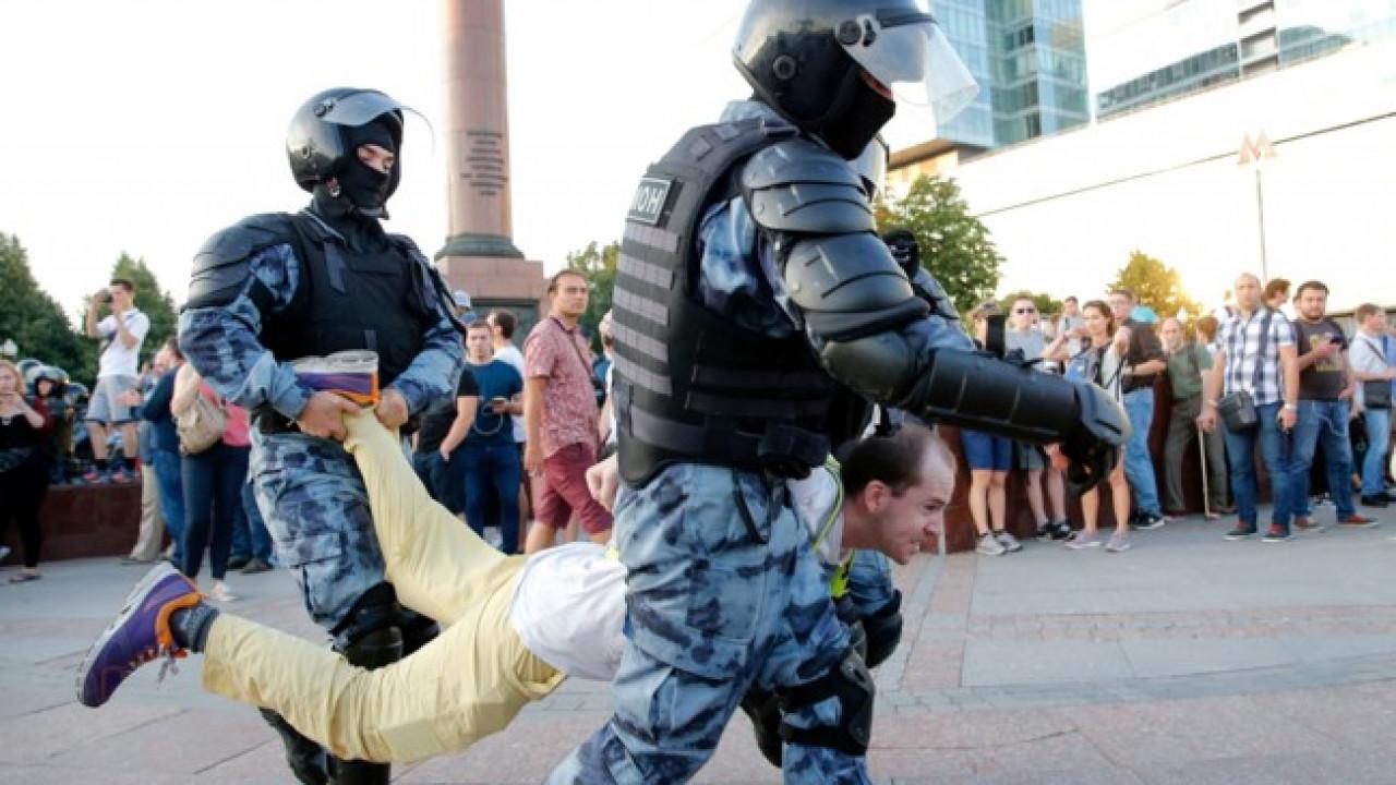 Митинг в Москве 27 июля 2019: у мэрии на Тверской задержаны свыше 300 человек. Онлайн трансляция (ВИДЕО)