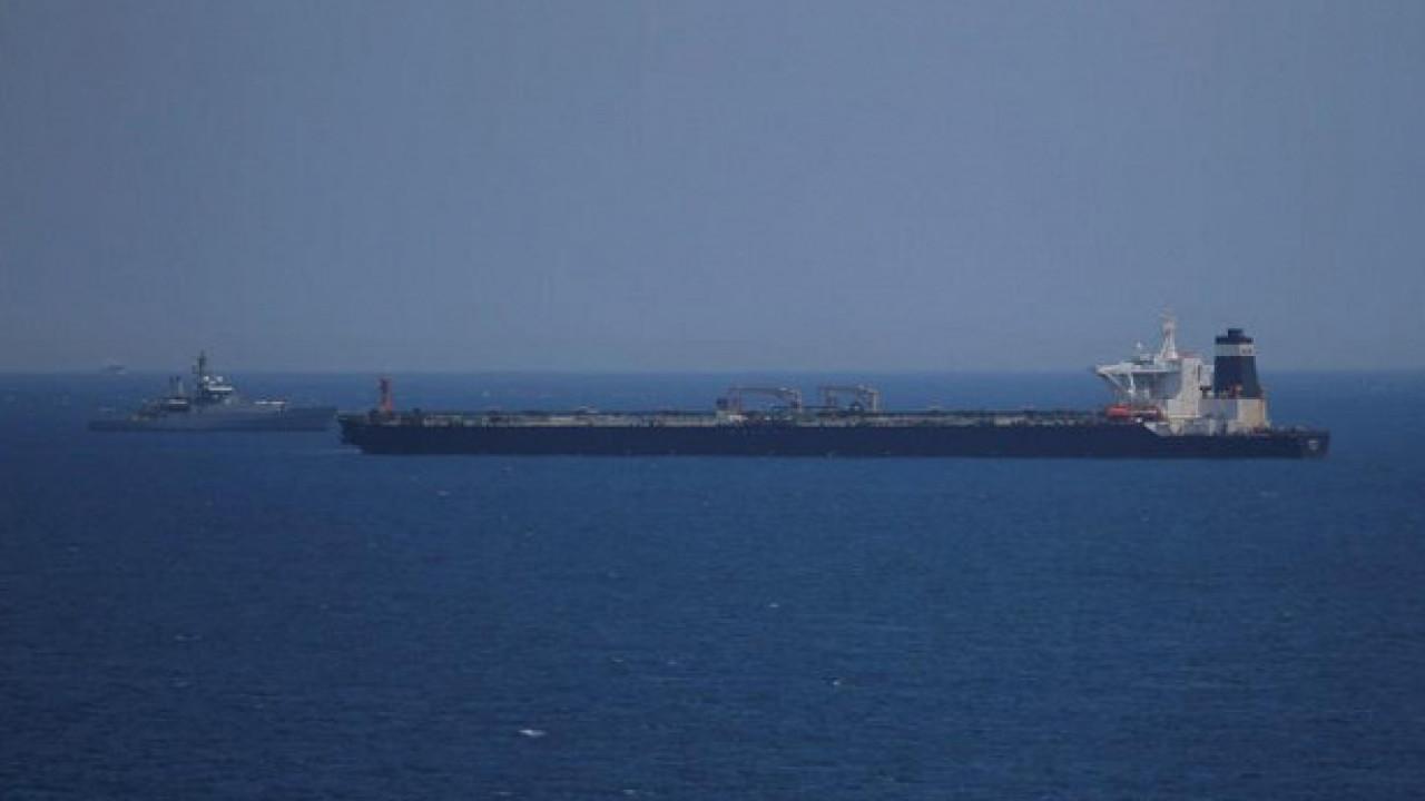 Взрыв наиранском танкере: Тегеран заявляет оракетной атаке