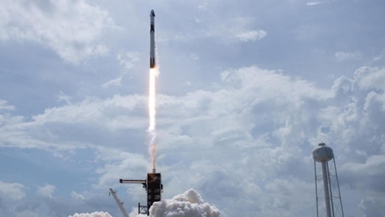 SpaceX продолжит испытания корабля для полетов на Марс