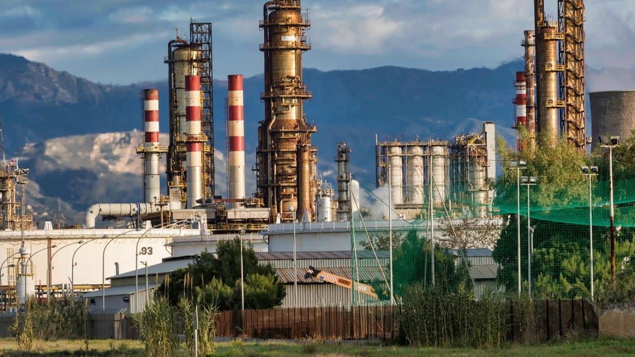 Падение добычи нефти достигло «дна»— МЭА