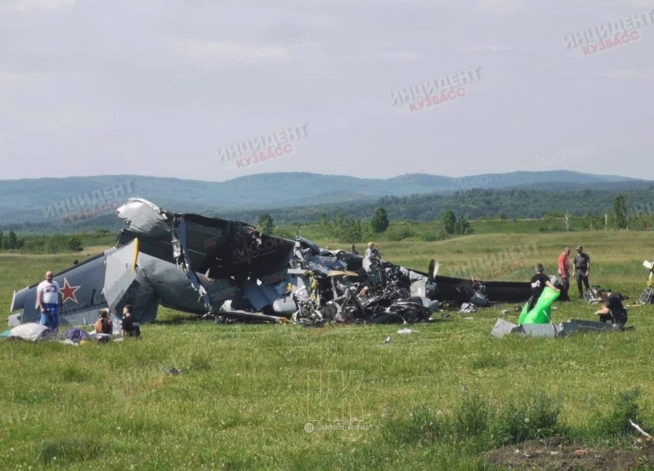 ВКемеровской области потерпел крушение самолет спарашютистами. Погибли девять человек