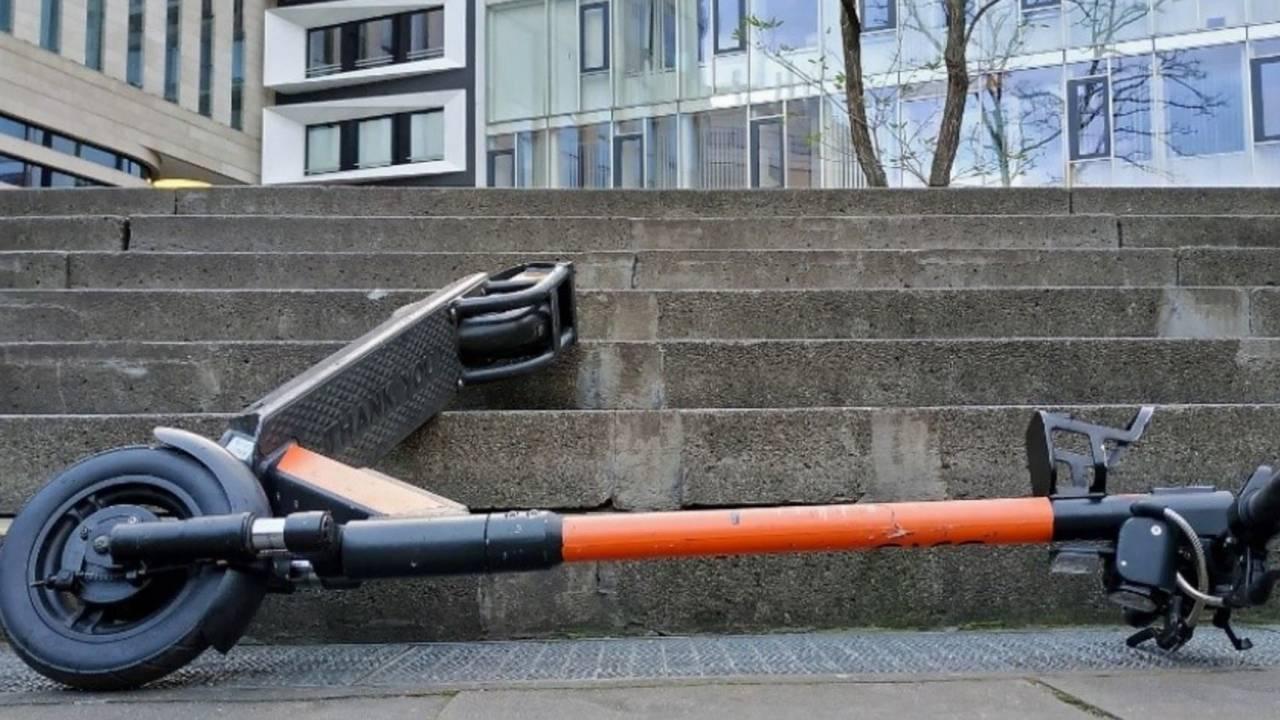 Русский  мэр упал сэлектросамоката ивпал вкому