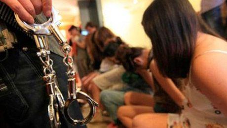 Девочки верят и попадают в сексуальное рабство