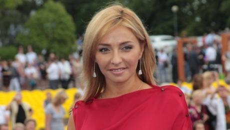Татьяна Навка - биография: Навка похвасталась крошечной дочкой и пикантными фото в бане 06.07.2015