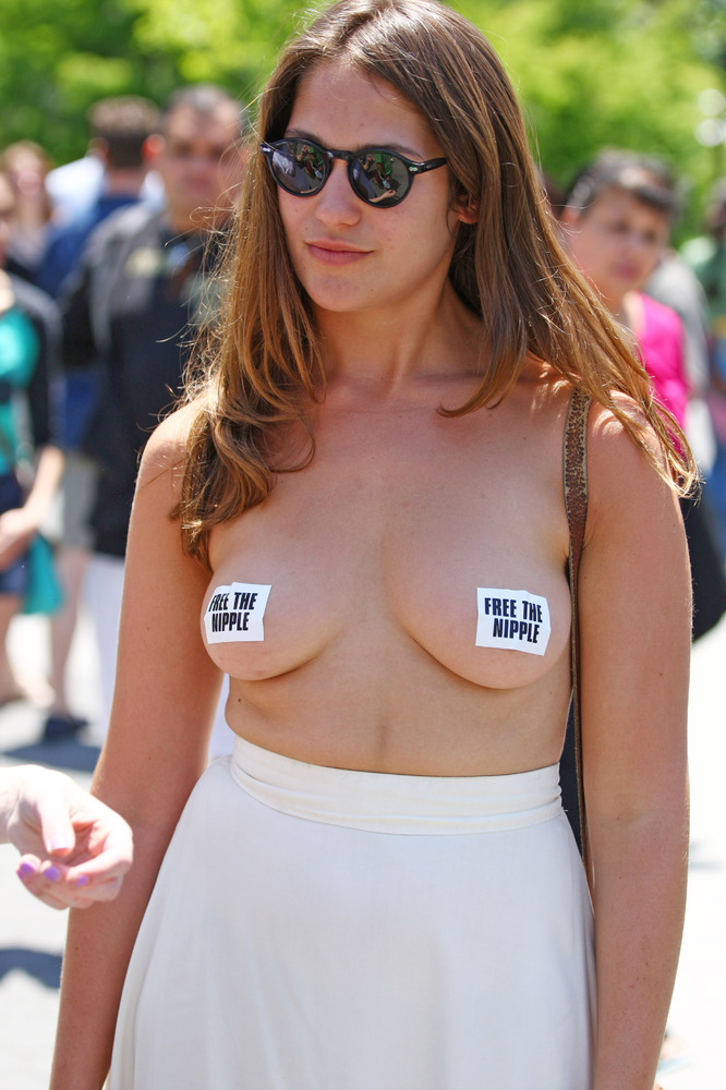 topless-freedom-womanwithwomansex-phote
