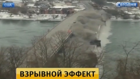 В США на глазах американцев взорвали старый мост