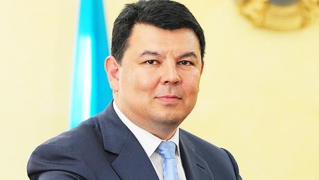 Канат Бозумбаев назвал причину снижения цен на бензин в Алматы