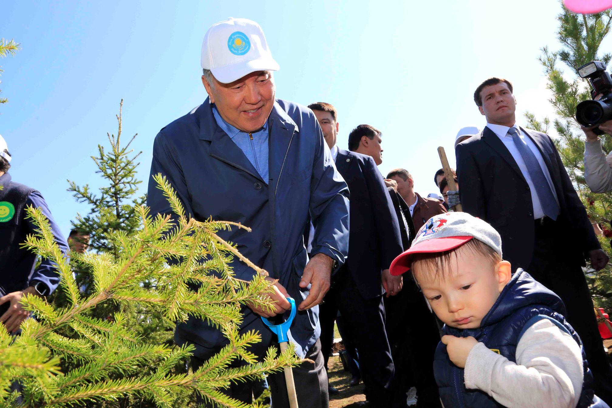 Назарбаев с детьми картинка