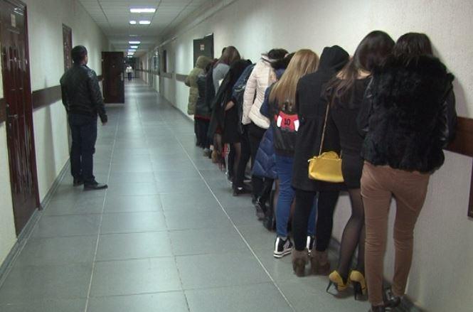Полиция задержала проституток заказать проститутку в Тюмени ул Аккумуляторная