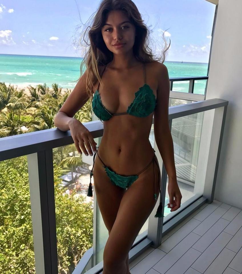 Выступление моделей в бикини онлайн