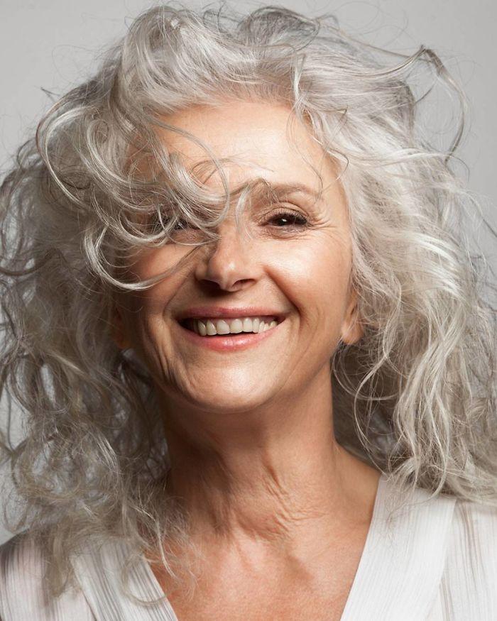 Работа моделью для женщин 45 лет признаки что ты нравишься девушке по ее поведению на работе