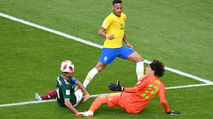 Сборная Бразилии вышла в 1/4 чемпионата мира по футболу