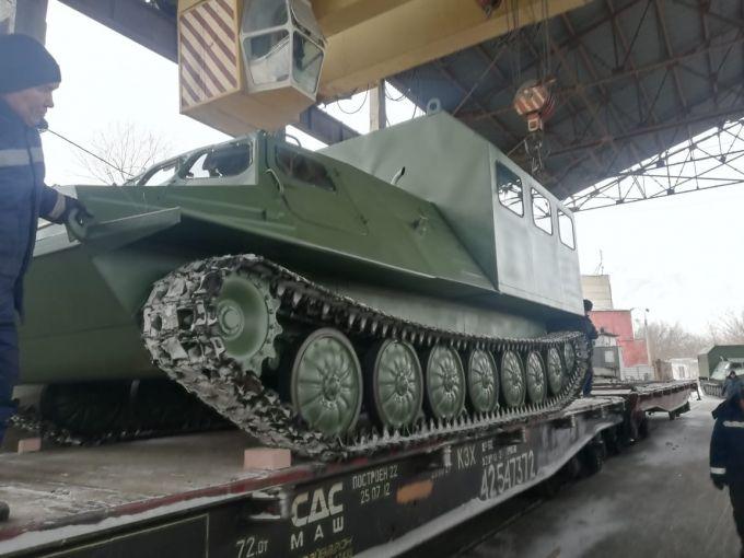 Казахстан начал экспорт тягачей: Первые четыре машины уже отправлены в Россию