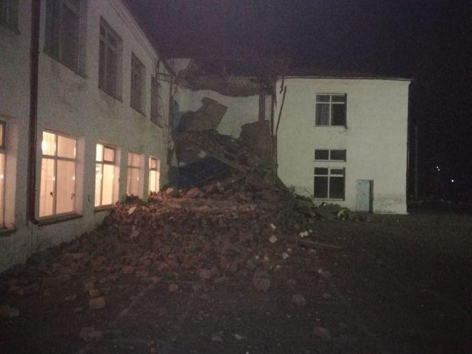 ЧП в школе Тайынша в СКО: обрушился аварийный вход