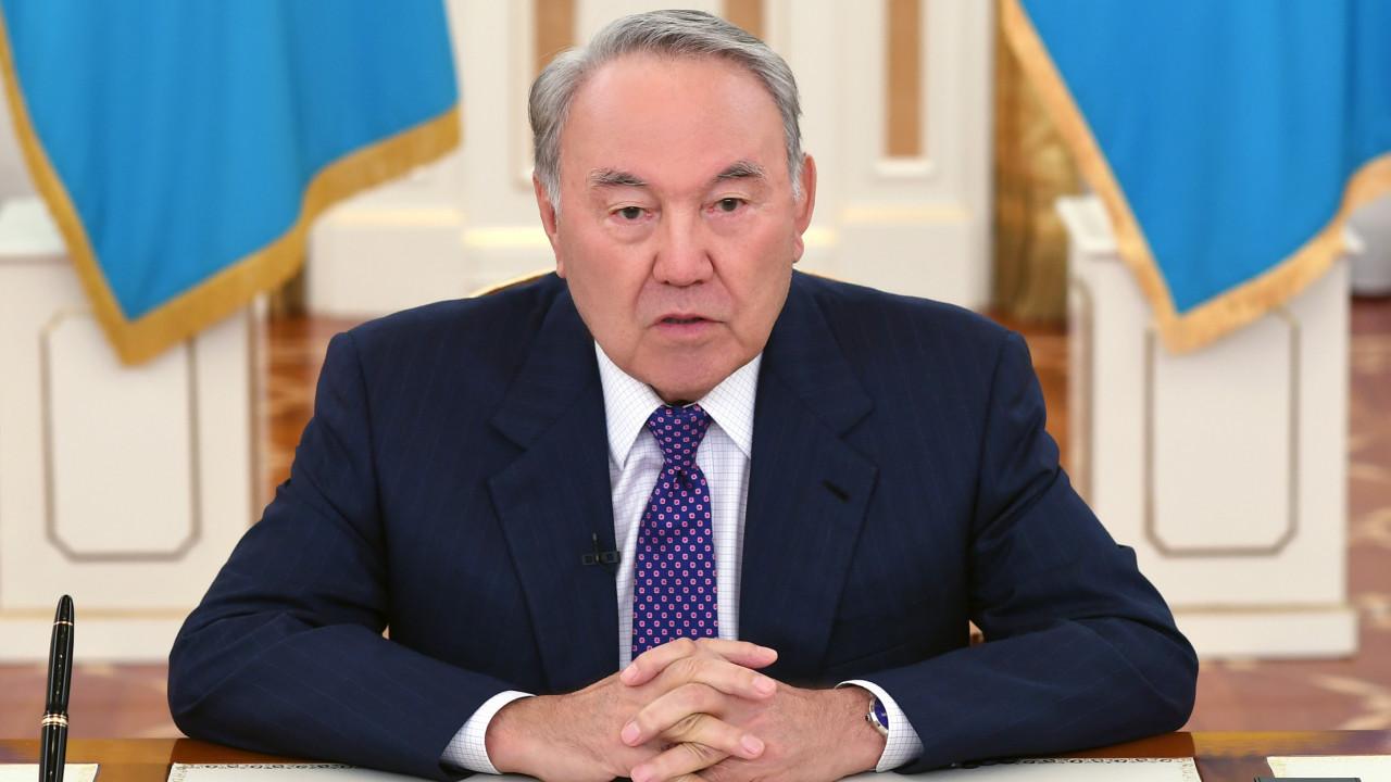 "Нурсултану Назарбаеву присвоен статус ""Почетного сенатора"""