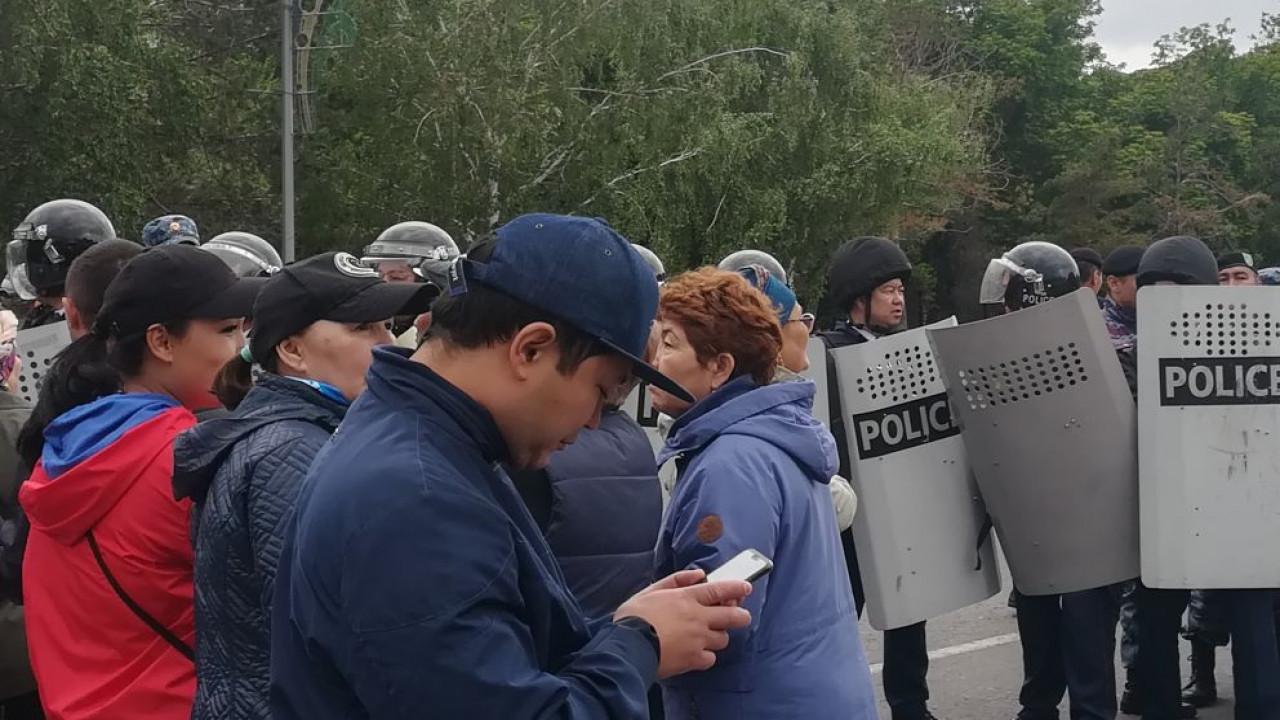Токаев поручил правоохранительным органам проявлять максимальную сдержанность к демонстрантам