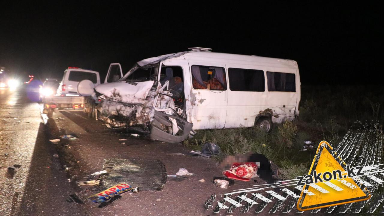 ДТП на трассе Алматы - Бишкек: погибла женщина, 11 человек пострадали